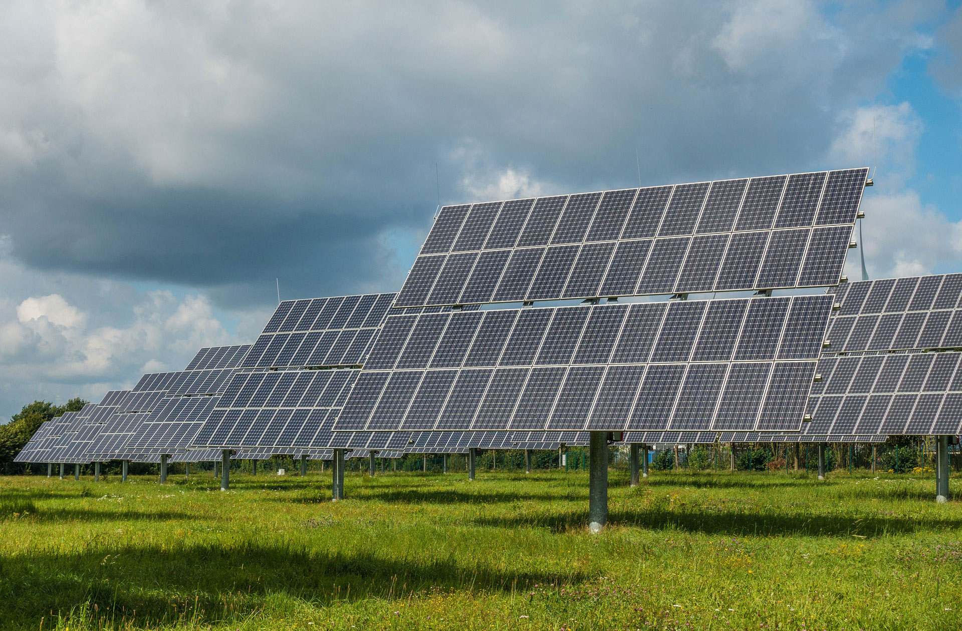Bill wants Illinois to go all-in on green energy in this decade